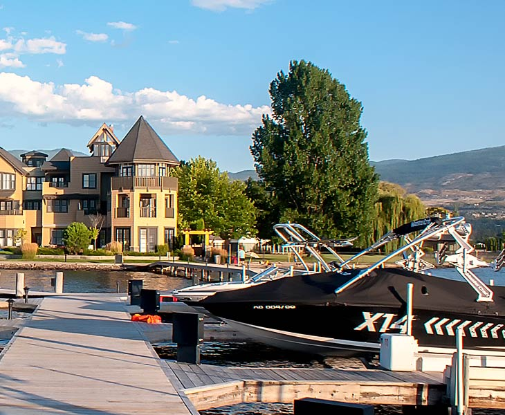 okanagan-lodging-boat-dock-amenities-sq